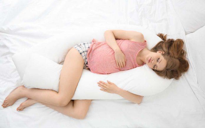 Sove på magen gravid