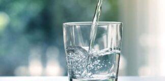Går man ned i vekt av å drikke mye vann