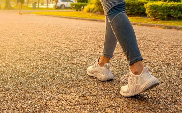 Hvor mange kalorier forbrenner man ved å gå en time