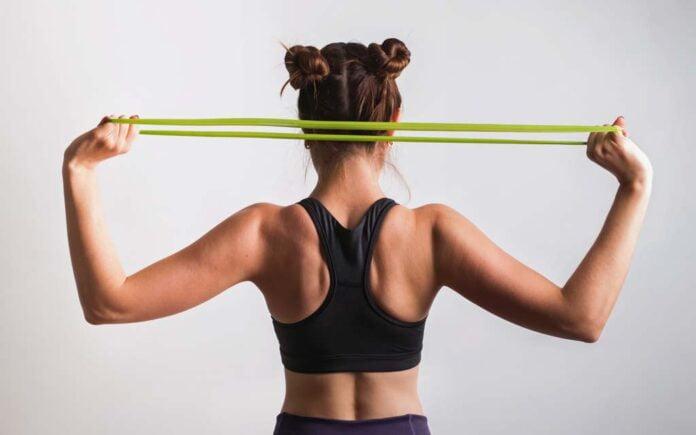 Øvelser med strikk skulder
